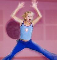Tjej som ägnar sig åt barndans med Funky Kidz