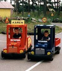 Barn i lådbilar på Lådbilslandet